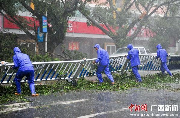 """台风""""威马逊""""袭击广西北海"""